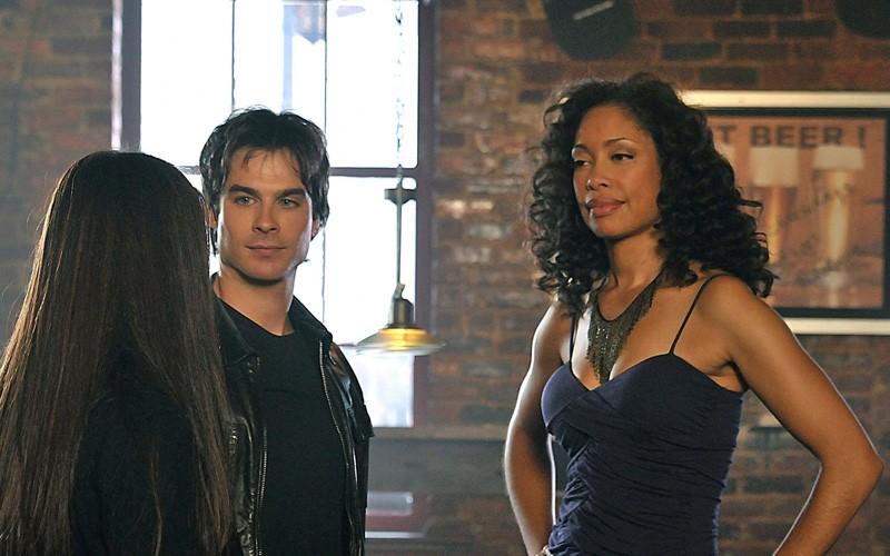 Elena (Nina Dobrev), Damon (Ian Somerhalder) e Bree (Gina Torres) nell'episodio Bloodlines di The Vampire Diaries