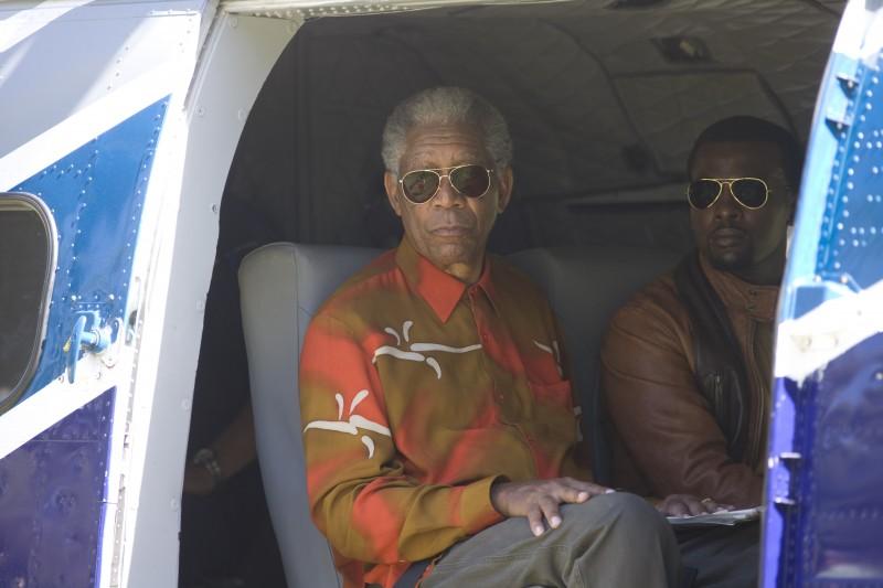 Morgan Freeman e Tony Kgoroge nel film Invictus