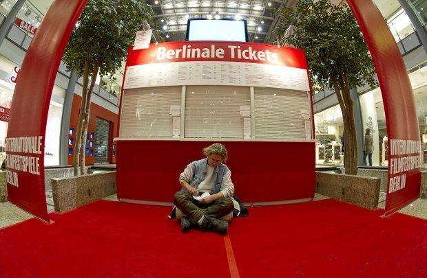 Berlinale 2010: inizia la lunga attesa per assicurarsi i biglietti delle proiezioni.