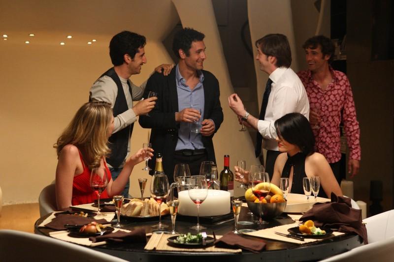 Luca Angeletti, Raoul Bova, Francesco Apolloni e Ignazio Oliva in una scena di Scusa ma ti voglio sposare