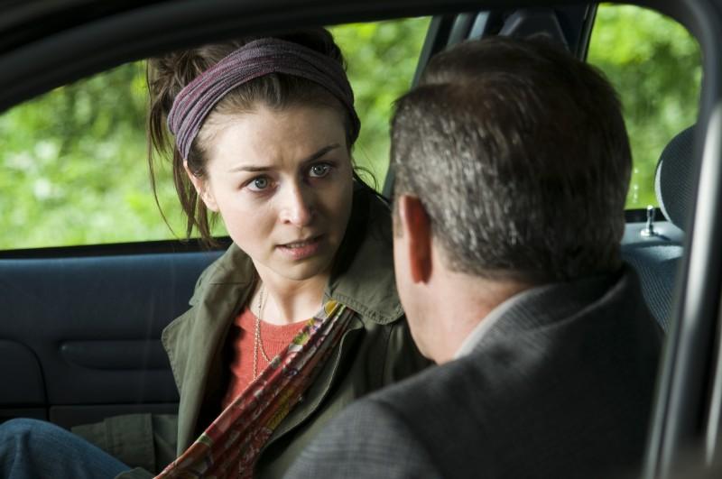 Bojana Novakovic e Mel Gibson in una scena del film Fuori controllo