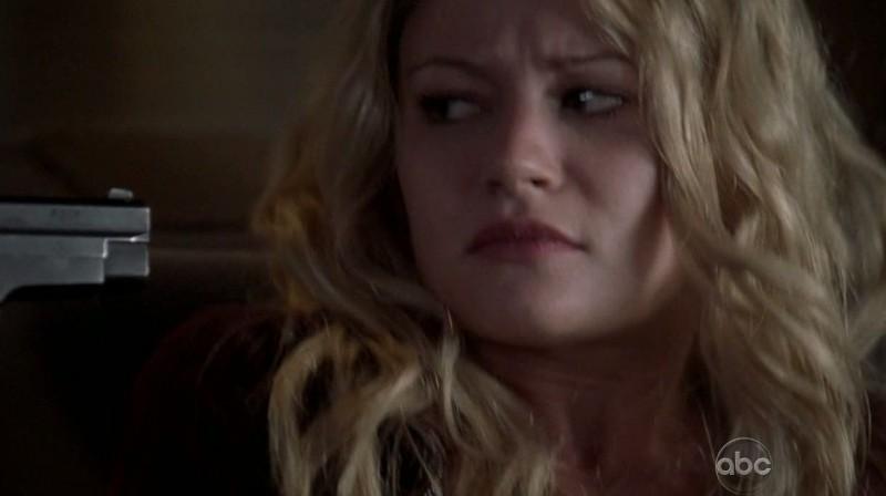 Emilie de Ravin in una scena di What Kate Does dalla sesta stagione di Lost
