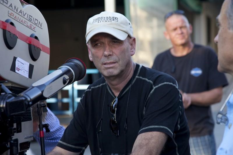 Il regista Martin Campbell sul set del film Fuori controllo