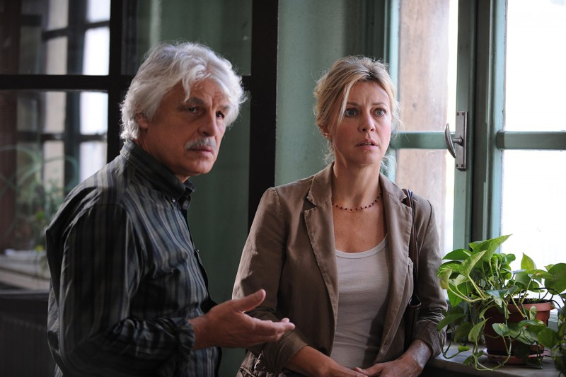 Margherita Buy e Michele Placido in una scena del film Genitori & figli - Agitare bene prima dell'uso