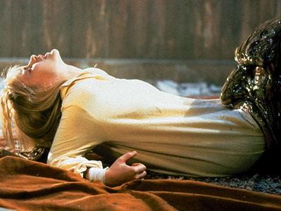 Patricia Arquette in una sequenza da incubo di Nightmare 3 - i guerrieri del sogno