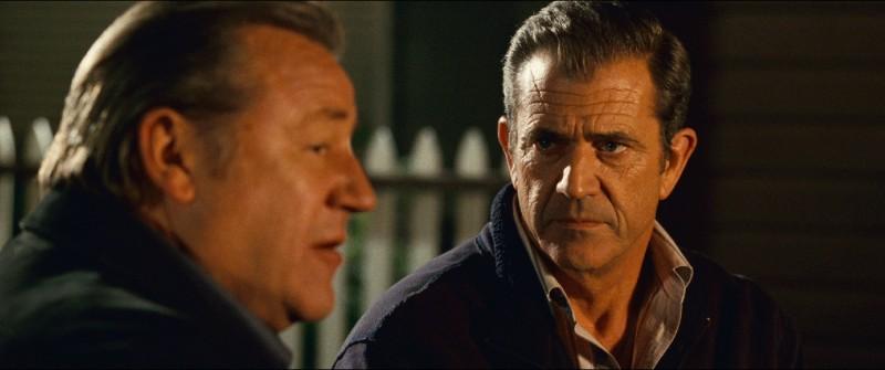 Ray Winstone e Mel Gibson in una sequenza del film Fuori controllo