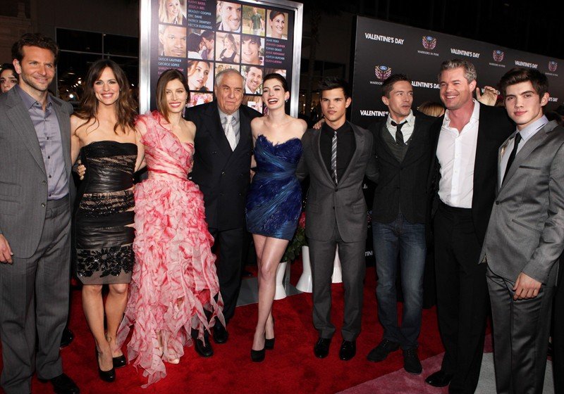 Una foto di gruppo alla premiere del film Valentine's Day, ad Hollywood, l'8 Febbraio 2010