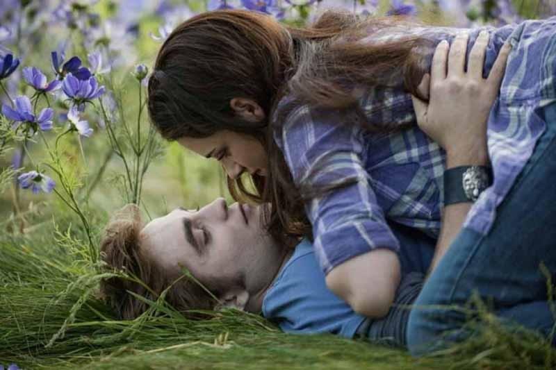 Una nuova dolce immagine del film The Twilight Saga: Eclipse con Robert Pattinson e Kristen Stewart