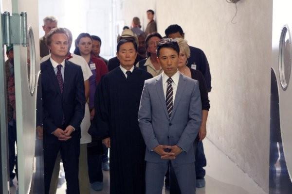 David Anders, George Takei e James Kyson Lee in una scena di Pass/Fail dalla quarta stagione di Heroes