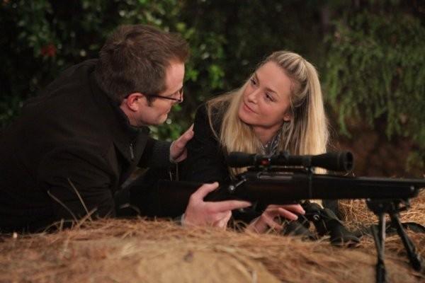 Jack Coleman ed Elisabeth Rohm in una scena di The Art of Deception dalla quarta stagione di Heroes