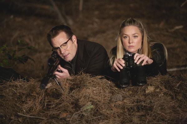 Jack Coleman ed Elisabeth Rohm in una scena di The Art of Deception, dalla quarta stagione di Heroes