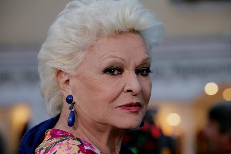 Lucia Bosè in un'immagine della fiction Capri 3