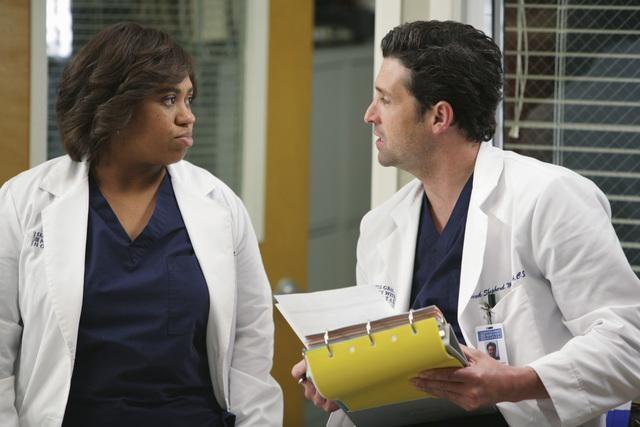 Chandra Wilson e Patrick Dempsey in una scena di Blink dalla sesta stagione di Grey's Anatomy