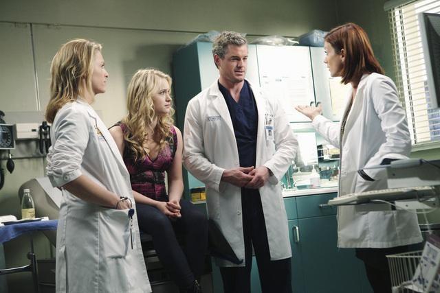 Eric Dane, Kate Walsh e Leven Rambin in una scena di Blink dalla sesta stagione di Grey's Anatomy