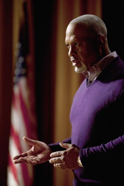 James Pickens Jr. in una scena di The Time Warp, dalla sesta stagione di Grey's Anatomy