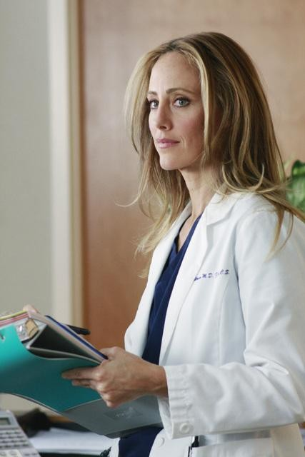 Kim Raver in una scena di Blink dalla sesta stagione di Grey's Anatomy