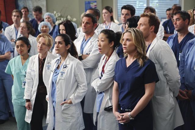 Sandra Oh, Jessica Capshaw e Kevin McKidd in una scena di State of Love and Trust dalla sesta stagione di Grey's Anatomy