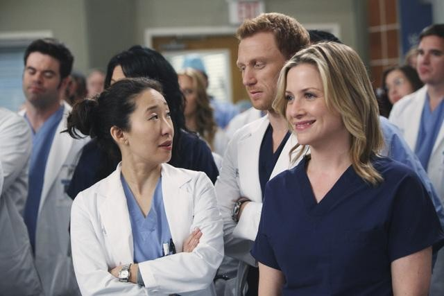 Sandra Oh, Jessica Capshaw e Kevin McKidd in una scena di State of Love and Trust, dalla sesta stagione di Grey's Anatomy