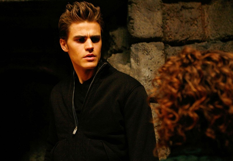 Stefan (Paul Wesley) parla con Nonna Bennett (Jasmine Guy) nell'episodio Fool Me Once di Vampire Diaries