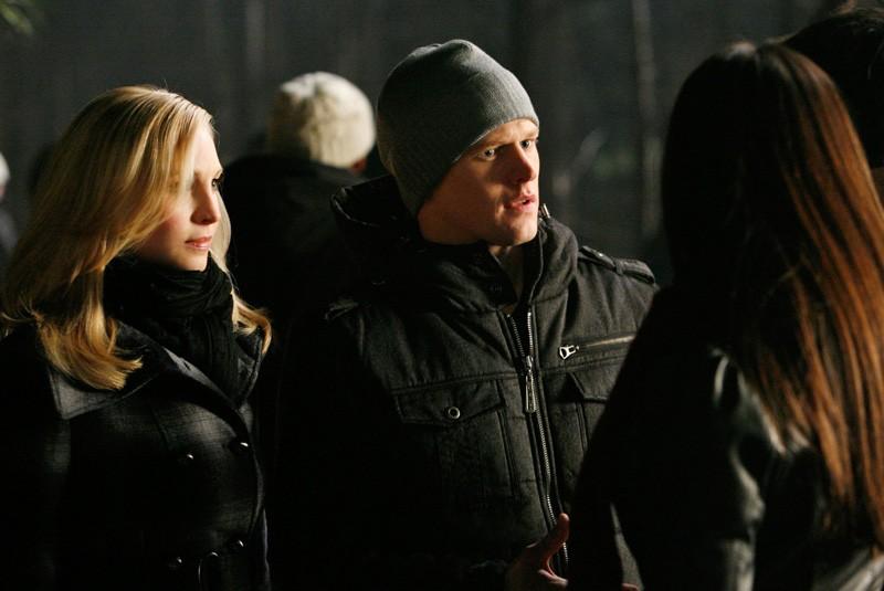Zach Roerig e Candice Accola salutano Nina Dobrev e Ian Somerhalder nell'episodio Fool Me Once