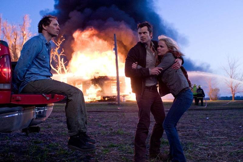 Bill (Brett Rickaby), David (Timothy Olyphant) e Judy (Radha Mitchell) in una sequenza del film The Crazies