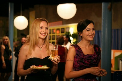 Heather Graham e Camilla Belle nel film Father of Invention