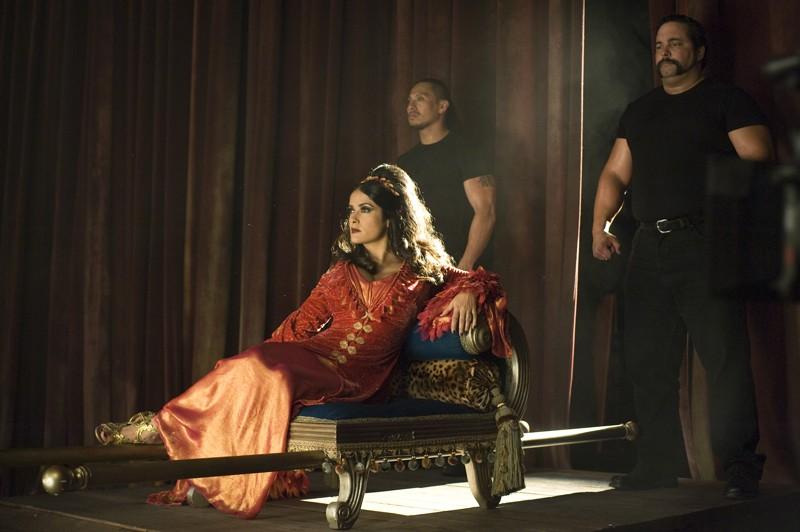 Salma Hayek interpreta Madame Truska, ovvero la Donna Barbuta in una scena del film Cirque du Freak: The Vampire's Assistant