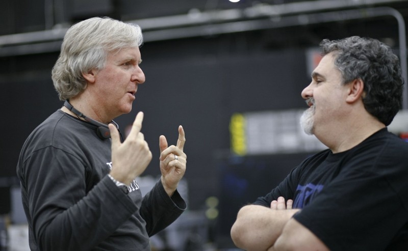 James Cameron parla con Jon Landau sul set di Avatar