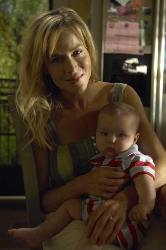 Julie Benz in una scena dell'episodio Remains to be Seen di Dexter