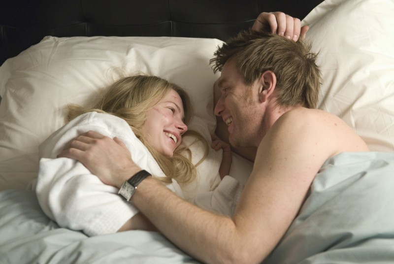 Michelle Williams e Ewan McGregor in un'immagine del film Senza apparente motivo