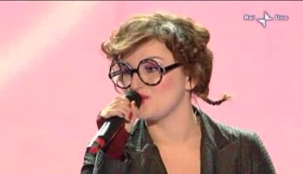 Sanremo 2010, prima serata: Arisa canta Malamorenò