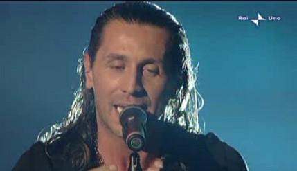 Sanremo 2010, prima serata: l'esibizione di Povia