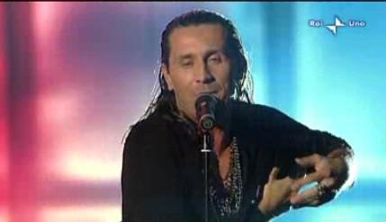 Sanremo 2010, prima serata: la performance di Povia