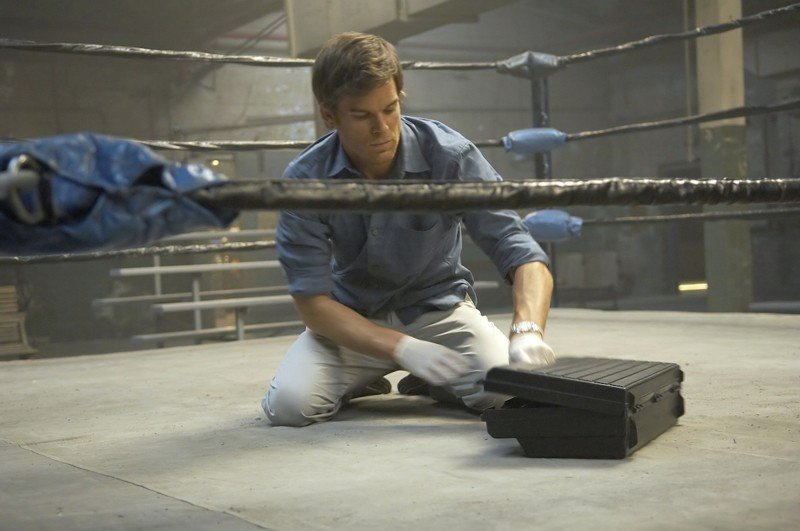 Una scena dell'episodio Remains to be Seen di Dexter con Michael C. Hall