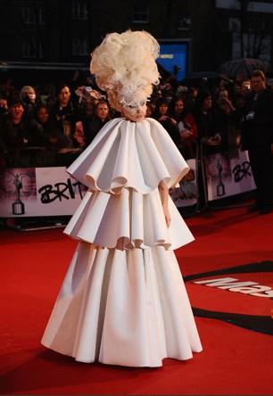 Brit Awards 2010: il look di Lady Gaga