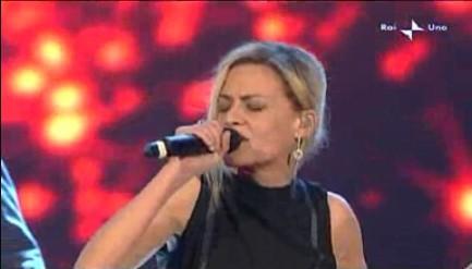 Sanremo 2010, quarta serata: l'esibizione di Irene Grandi