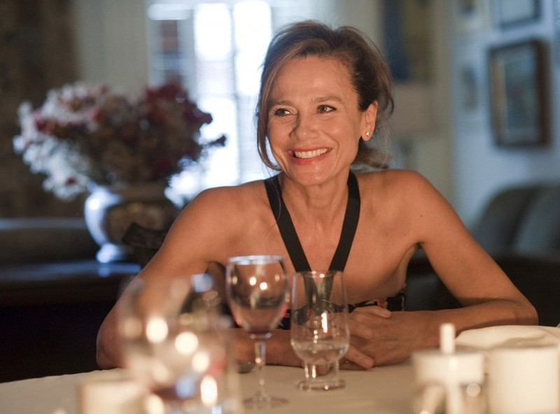 Una sorridente Lena Olin in un momento del film Remember Me