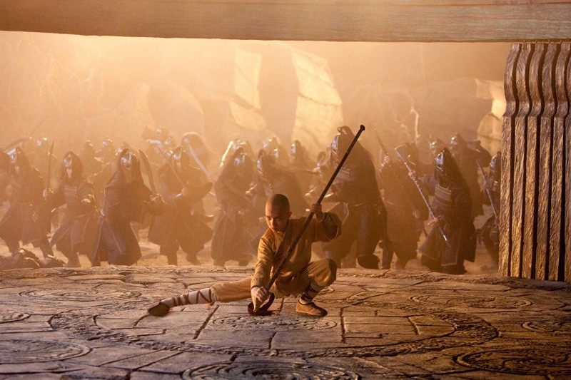 Noah Ringer nel ruolo di Aang in una sequenza del film The Last Airbender