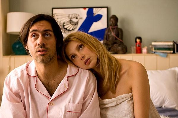 Emmanuel Mouret e Frédérique Bel in un'immagine tratta da Fammi divertire