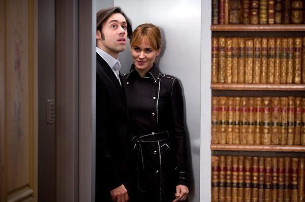 Emmanuel Mouret e Karine Ventalon in una scena della commedia Fammi divertire