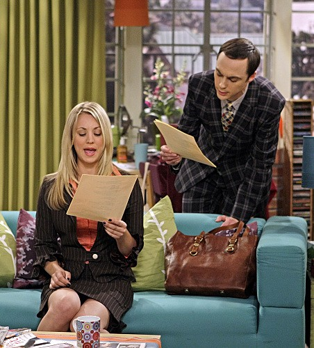 Jim Parsons e Kaley Cuoco nell'episodio The Excelsior Acquisition di The Big Bang Theory
