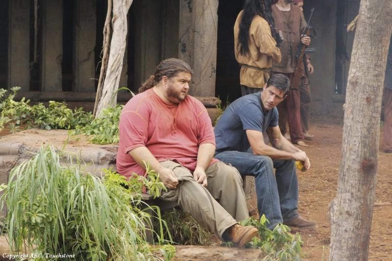 Jorge Garcia e Matthew Fox nell'episodio Lighthouse di Lost