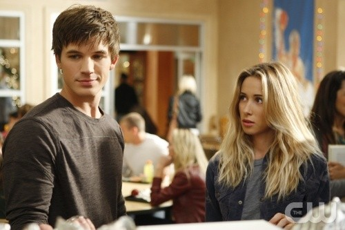 90210: Matt Lanter e Gillian Zinser nell'episodio Winter Wonderland