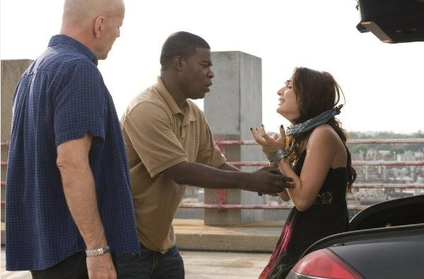 Bruce Willis e Tracy Morgan in una scena della commedia poliziesca Cop Out