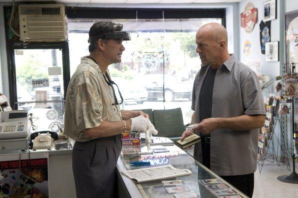 Bruce Willis in una scena del film Cop Out