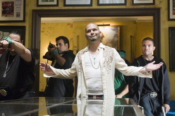 Guillermo Díaz in un'immagine tratta dal film Cop Out