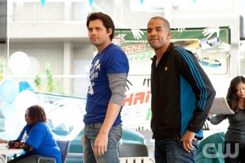 Life UneXpected: Kristoffer Polaha e Reggie Austin nell'episodio Crisis Unaverted
