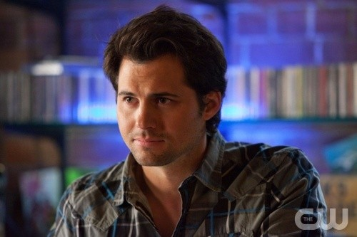 Life UneXpected: Kristoffer Polaha nell'episodio Bride Unbridled