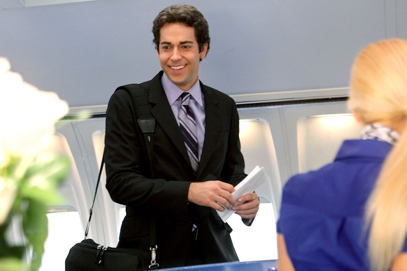 Chuck (Zachary Levi) in aeroporto nell'episodio Chuck Vs. First Class