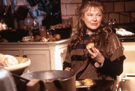 Dianne Wiest in una scena di Amori & Incantesimi.